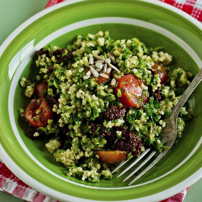 Sałatka ze szparagami i kaszą jaglaną – idealna do grilla!