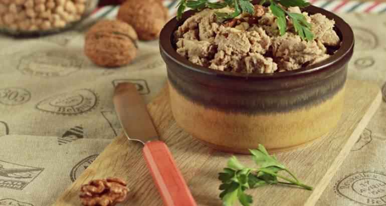 Pasta z bakłażana, ciecierzycy i orzechów włoskich