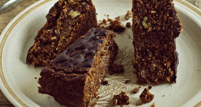Ciasto orzechowo-bananowe (bez glutenu, wegańskie) – idealne na śniadanie!