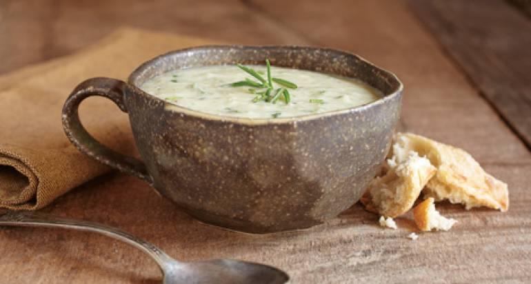 Zupa z kurczakiem, ziemniakami i szpinakiem