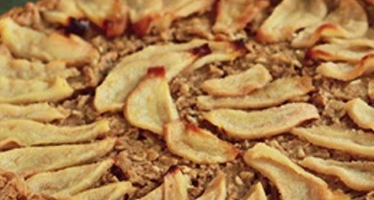 Orientalne ciasto z kaszy jaglanej z gruszkami – bezglutenowe i wegańskie