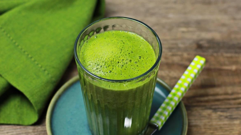 Zielony koktajl z goździkami na wzmocnienie odporności